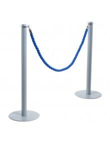 Deux poteaux séparateurs à cordon, couleur argent